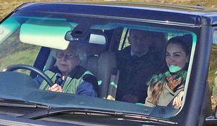 Królowa Elżbieta II za kierownicą