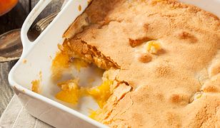 Brzoskwinie zapiekane pod bezą. Najprostsze ciasto na świecie