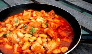 Gulasz z dorsza i kiełbaski chorizo
