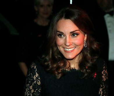 Księżna Kate podkreśliła ciążowy brzuszek! Wygląda olśniewająco