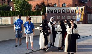 Oszuści w koszulkach ŚDM. Na ulicach Krakowa wyłudzali pieniądze