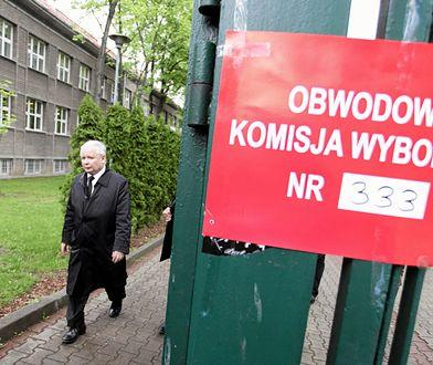 Jarosław Kaczyński po głosowaniu w wyborach prezydenckich w 2015 roku.