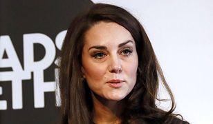 Co dzieje się w twarzą Kate?