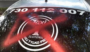 """Wpis z """"TAXI Złotówa"""" wywołuje oburzenie internautów. Taksówkarz oskarża konkurencję o zdemolowanie jego samochodu."""