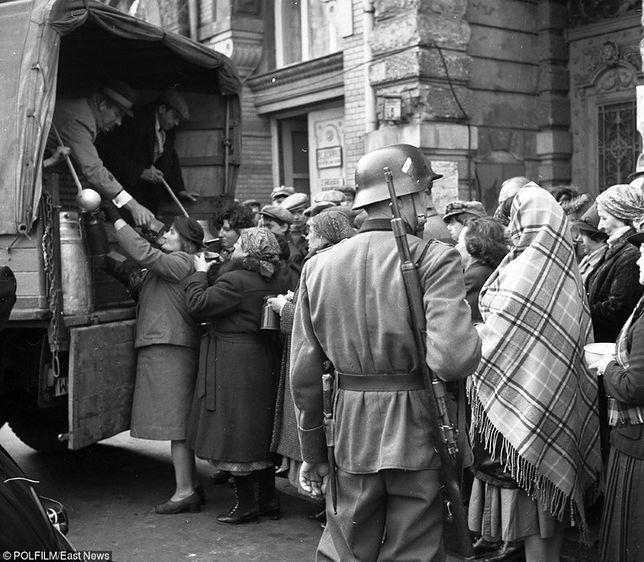 Zupa z żółwia i inne frykasy. Co jadło się w Polsce w trakcie okupacji?