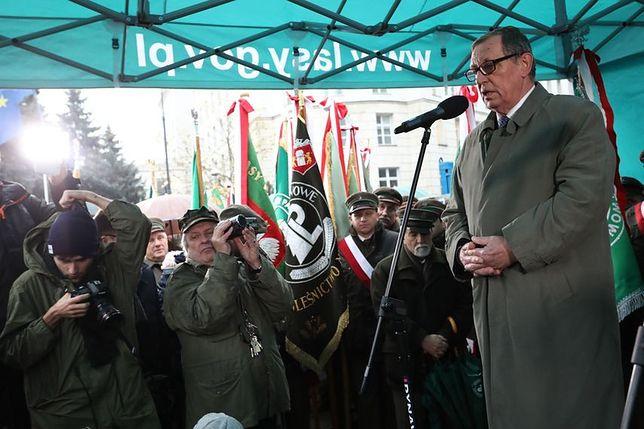 """""""Polscy leśnicy wykonują Boży Testament"""". Wiec poparcia dla ministra Szyszki przed Sejmem"""