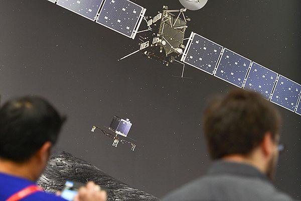 Dziennikarze przed wizualizacją lądowania na komecie Churyumov-Gerasimenko