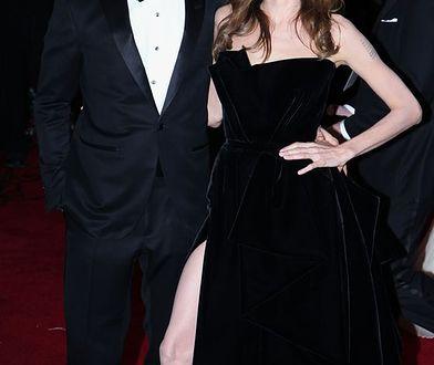 """""""Nie jest łatwo być mężem takiej kobiety"""". Brad Pitt nie wróży powodzenia nowemu związkowi Jolie"""