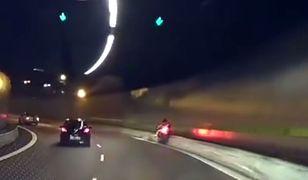 #dziejesiewmoto: motocyklista panikuje i uderza w barierę