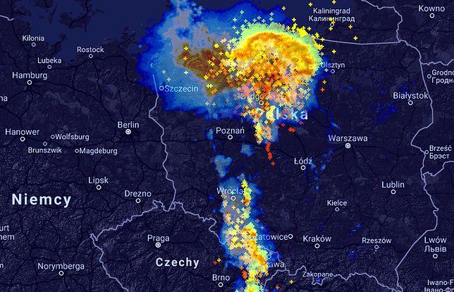 Front burzowy nad Polską - widok z godz. 23:50