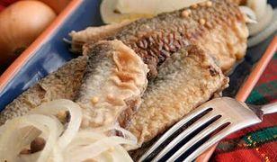 Ryba na piątek: marynowane, smażone śledzie