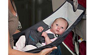 FlyeBaby to najłatwiejszy sposób na latanie z niemowlakiem