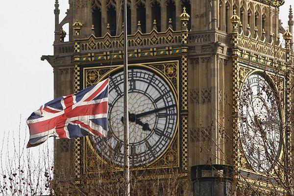 Mniej Polaków ubiega się o brytyjski paszport