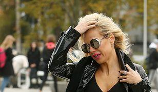 """Doda w """"Pytaniu na Śniadanie"""": bardzo mocny makijaż i czarny strój. Ładnie?"""