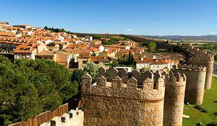 Miasta otoczone imponującymi murami obronnymi