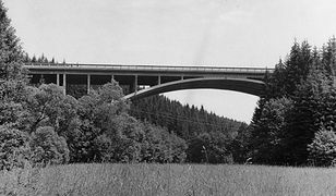 """Można powiedzieć, że ten most naprawdę """"nie ma końca"""". Tajemnicza budowla Hitlera"""