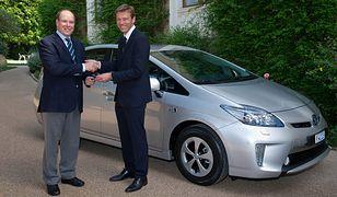 Książę Monako w Toyocie Prius Plug-in Hybrid