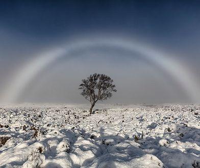 Biała tęcza z mgły
