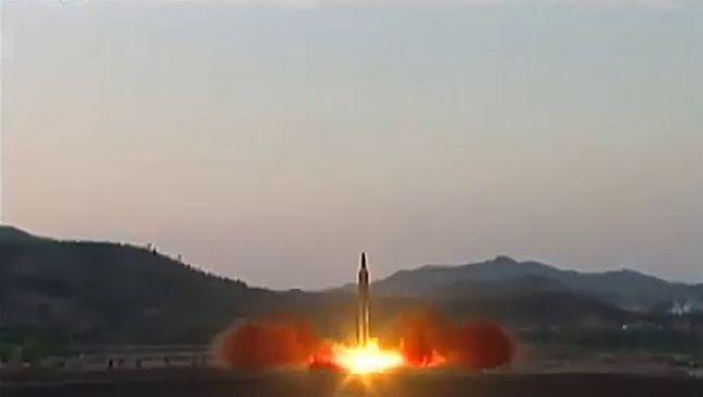 Kolejna próba rakietowa Korei Północnej. Zobacz nagranie