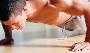 10257437 - strong, handsome man doing push-ups in a gym as bodybuilding exercise, training his muscles