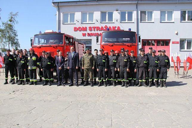 MON przekazało strażakom z Brus stare samochody.