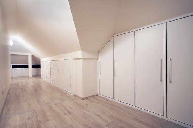 Skosy i łuki w pomieszczeniach - można je wykorzystać na szafy i garderoby