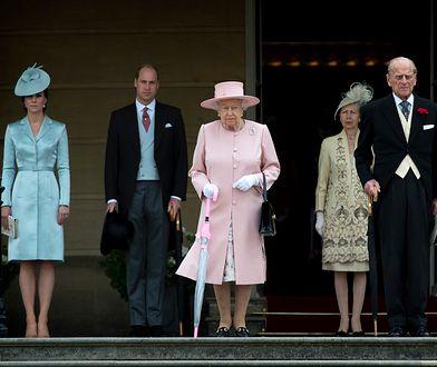 Księżna Kate w cieniu. Dawno niewidziany książę Filip czynił honory na garden party królowej