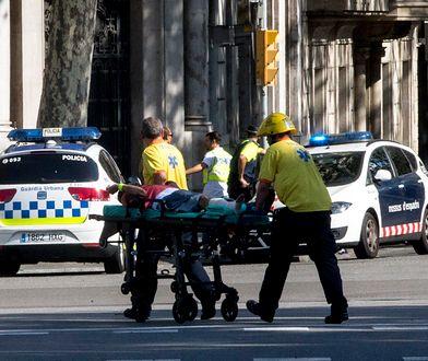 Co najmniej 13 osób zginęło, a ponad 100 zostało rannych w dwóch zamachach w Hiszpanii.