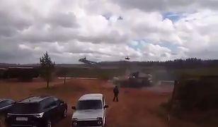 Rosyjski śmigowiec odpalił rakiety w stronę obserwatorów