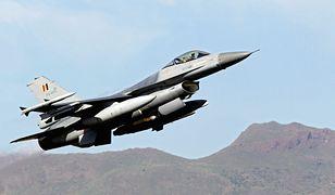 F-16 przechwyciły dreamlinera. Utracił kontakt z wieżą
