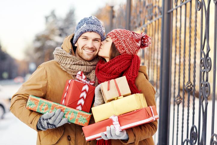 40ae47fe2dfc2 Każdy mężczyzna niezależnie od wieku fascynuje się technologią i gadżetami.  Przed zakupem prezentu świątecznego powinniśmy pomyśleć nad czymś  wyjątkowym, ...