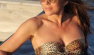 Bikini to za dużo! 52-letnia Liz Hurley pozuje topless