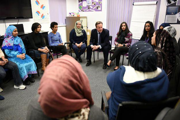 David Cameron na lekcji języka angielskiego dla muzułmanek w Leeds