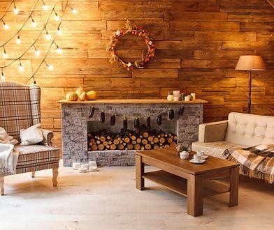 Świetlne łańcuchy przywołują atmosferę Bożego Narodzenia o każdej porze roku. Zobacz, jak ciekawie wkomponować je we wnętrze.