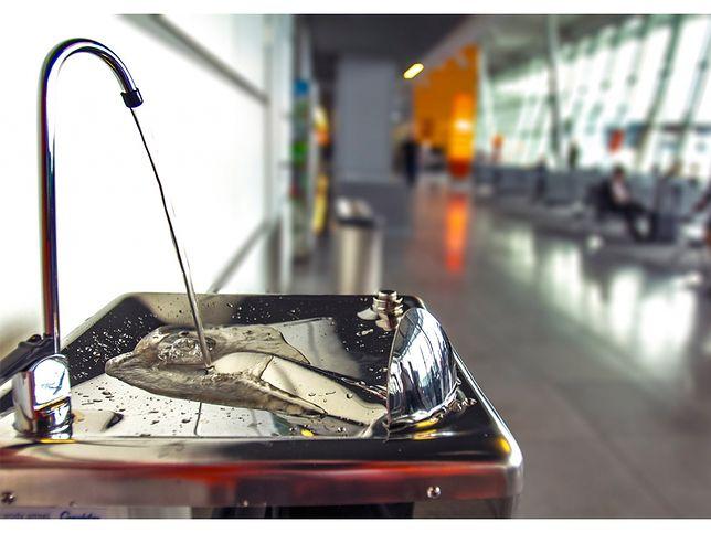 Na terenie warszawskiego lotniska zamontowano trzy punkty z bezpłatną wodą