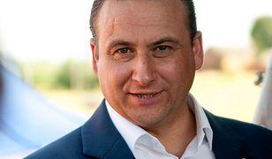 Burmistrz Kisielic Rafał Ryszczuk.