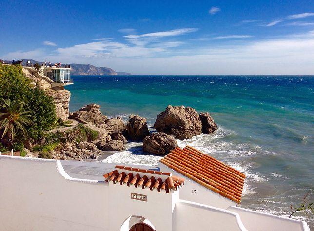 Wybrzeże Andaluzji, widok na morze, skały