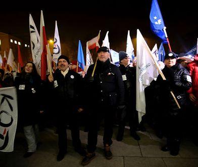 Protesty w całej Polsce. Setki ludzi skandują: wolne media, konstytucja