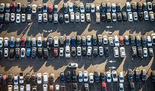 Parking lotniskowy - czy to się opłaca?