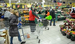 Przynajmniej raz w tygodniu ponad połowa polskich klientów odwiedza dyskonty.