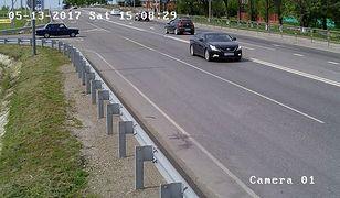Rosja: Rowerzysta potrącony przez samochód wpadł pod koła innego pojazdu