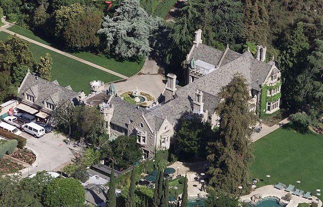 """200 mln dolarów za posiadłość """"Playboya"""", ale z lokatorem"""