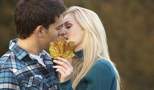 Na którą stronę przekręcasz głowę podczas pocałunku?