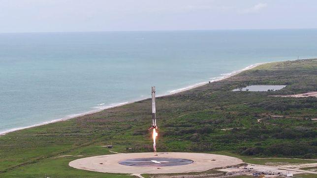 Udane lądowanie rakiety. Wideo robi wrażenie