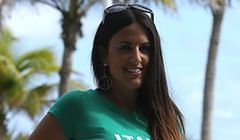 Claudia Romani pozuje paparazzi