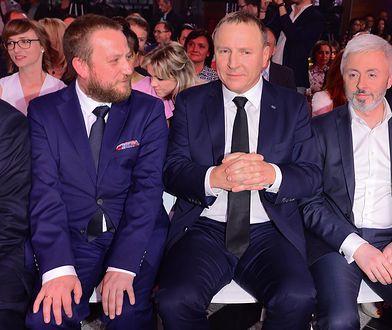 Prezes TVP Jacek Kurski i jego zastępca Maciej Stanecki (po prawej stronie zdjęcia) zawiesili dziennikarza TVP Info.