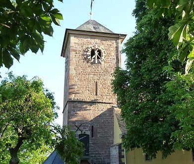 Spór o kościelny dzwon ze swastyką. Zdecydują politycy