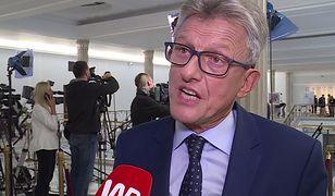 """Kpią z Piotrowicza po wyznaniu o PRL. """"Większe zasługi niż Frasyniuk"""""""
