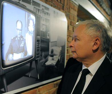 Prezes PiS Jarosław Kaczyński w izbie pamięci Kopalni Wujek podczas kampanii przed wyborami do europarlamentu w 2014 roku.
