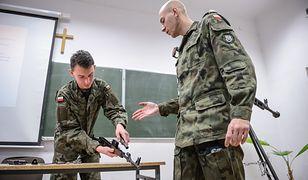 Ćwiczenia ochotników - szkolenie z musztry